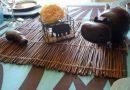 Déco table turquoise et marron, parfum d'Afrique.